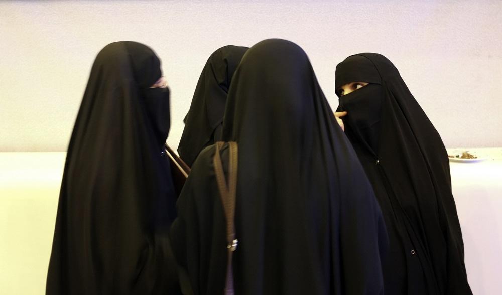 Cool MuslimwomenclothinginSaudiArabiajpg