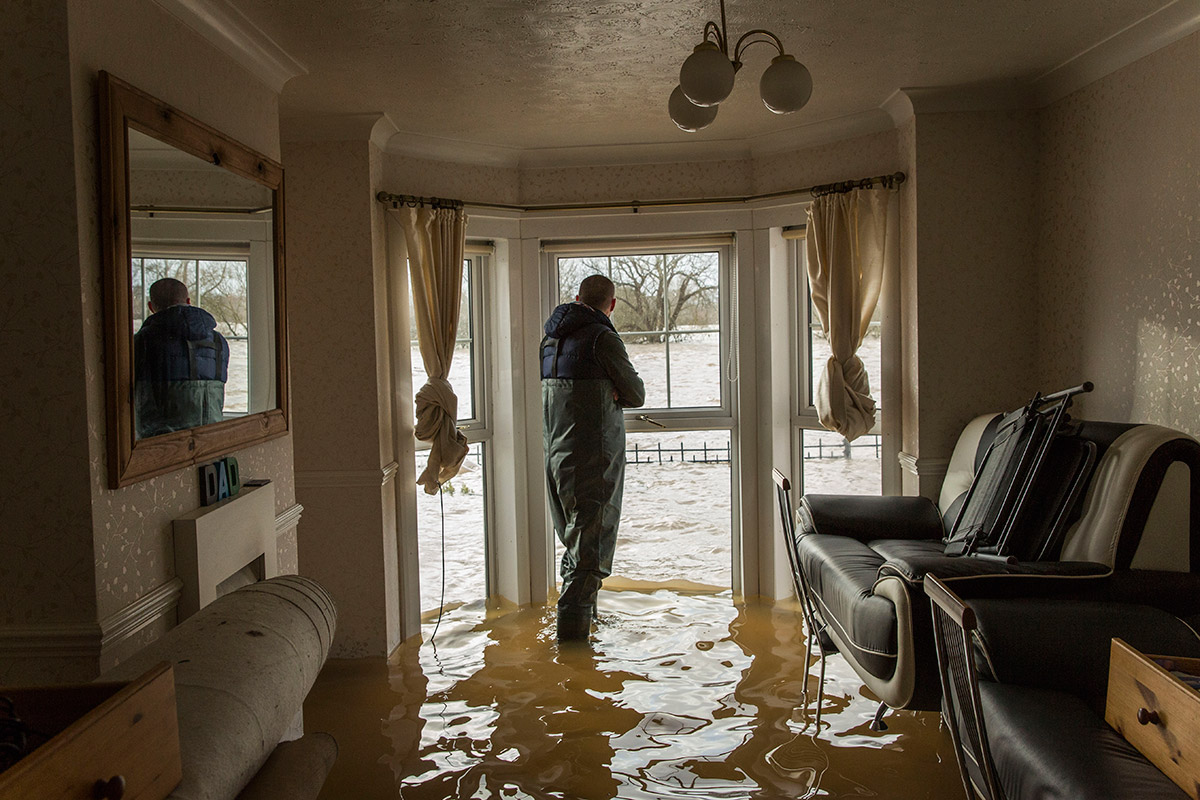 UK Floods Crisis: Hurricane Force Winds Batter Britain [PICS]