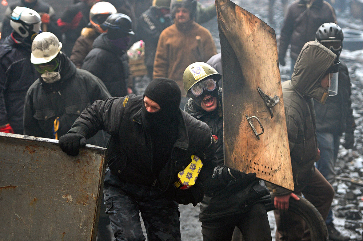 Ukraine in Crisis: Russia Withholds $2bn Bailout Decision