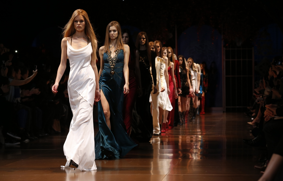 Milan Fashion Show 2014 Evening gowns in bold colour