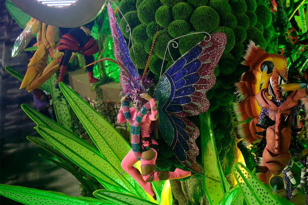 the spectacular carnival in rio de janeiro Six of rio de janeiro's top samba troupes staged spectacular carnival parades in the city's huge sambadrome venue more than 4,000 performers danced along the parade route to the delight of 78,000.