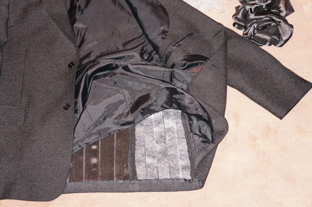 Lining a jacket with carbon fibre to protect against taser shocks