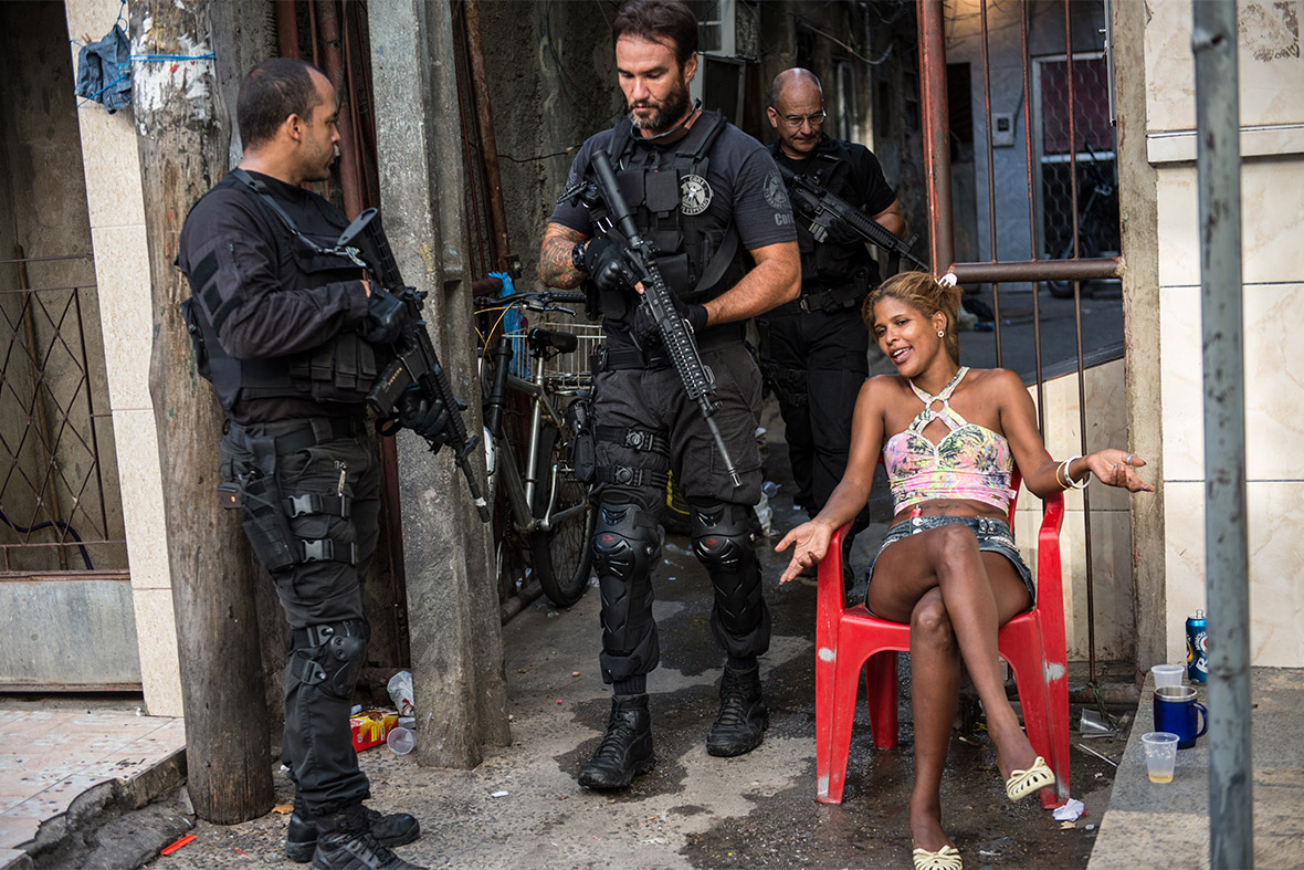 Rio police and marines occupy massive mare favela slum in world cup