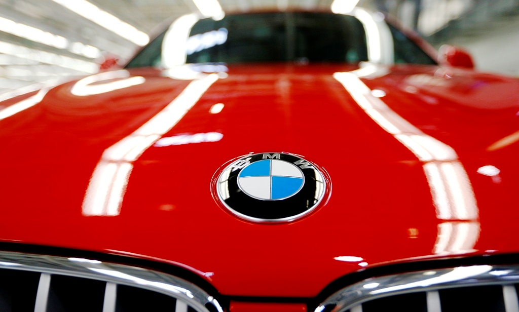 bmw set to sell record number of vehicles in 2014 after strong first quarter. Black Bedroom Furniture Sets. Home Design Ideas