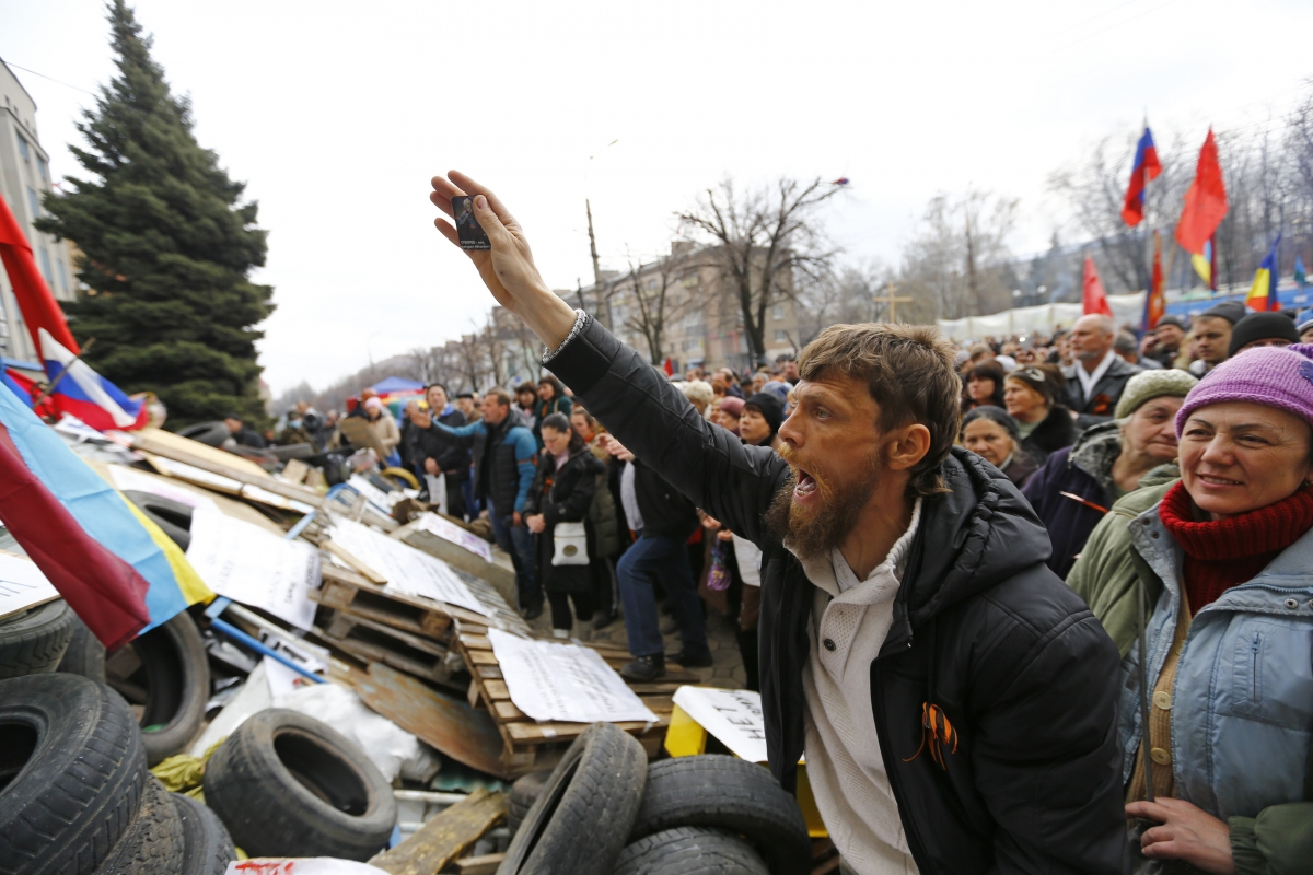 Pro-Russian protesters attend a rally in front of the seized office of the SBU state security service in Luhansk, eastern Ukraine