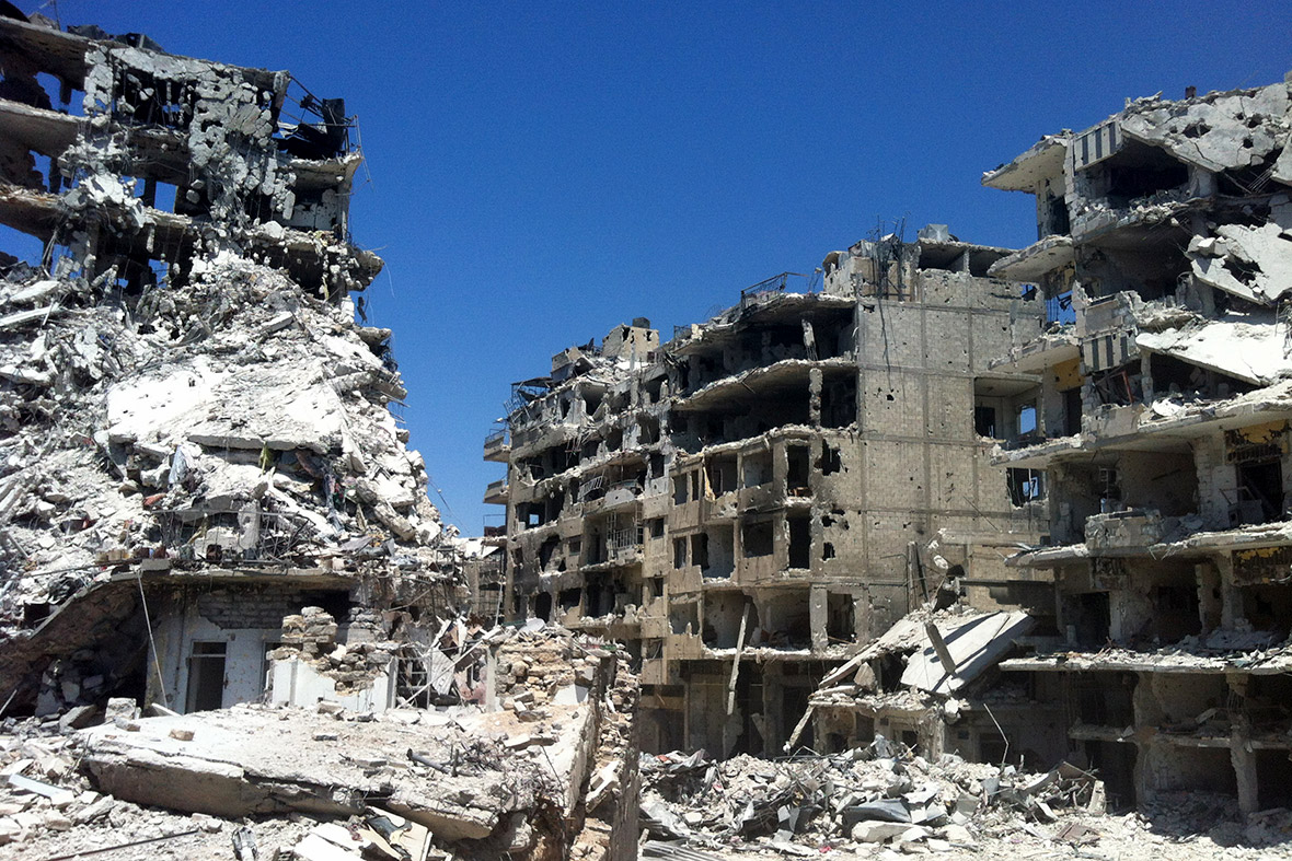 syria assad 39 s forces raise their flag among the ruins as rebels leave homs. Black Bedroom Furniture Sets. Home Design Ideas