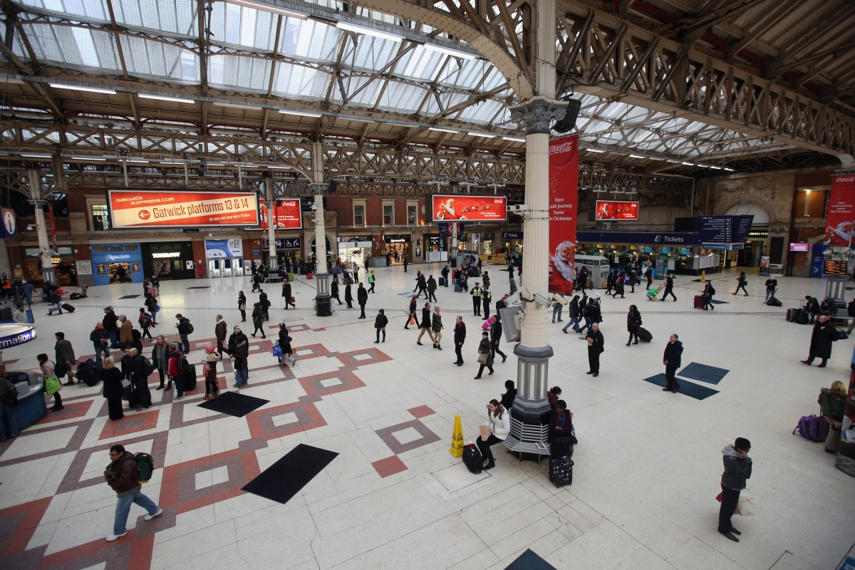 london victoria train station re opened following ww2 bomb. Black Bedroom Furniture Sets. Home Design Ideas