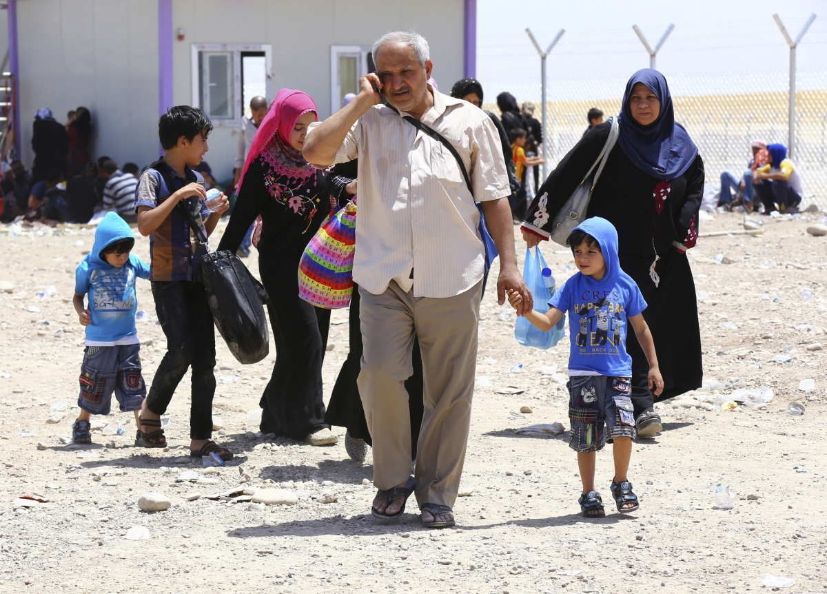 Iraq PM Offering to Arm Fleeing Civilians in Mosul to Combat ISIL Militants