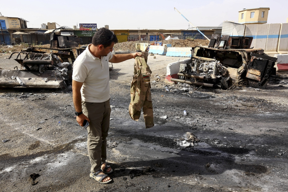 Iraqi Security Forces Ripping Off Their Uniforms and Fleeing Naked in Fear of Isis Islamists