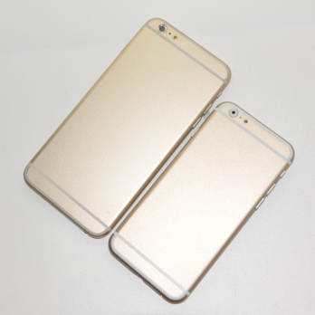 iphone 5s gold leak. iphone 6: gold 4.7 inch model compared with 5.5 in leaked images iphone 5s leak o