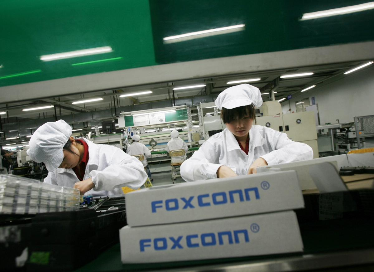 Foxconn Robots Called Foxbots to Build iPhone 6