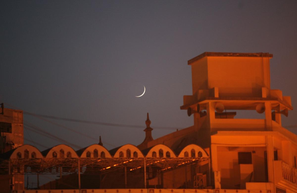 Muslims world wide celebrate eid al fitr