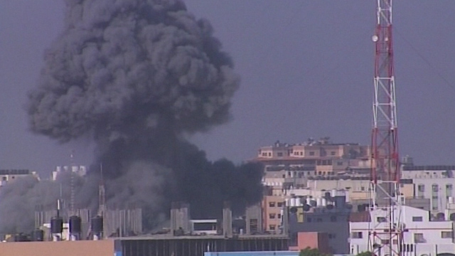 Israel Bombs UN School in Gaza Killing 20