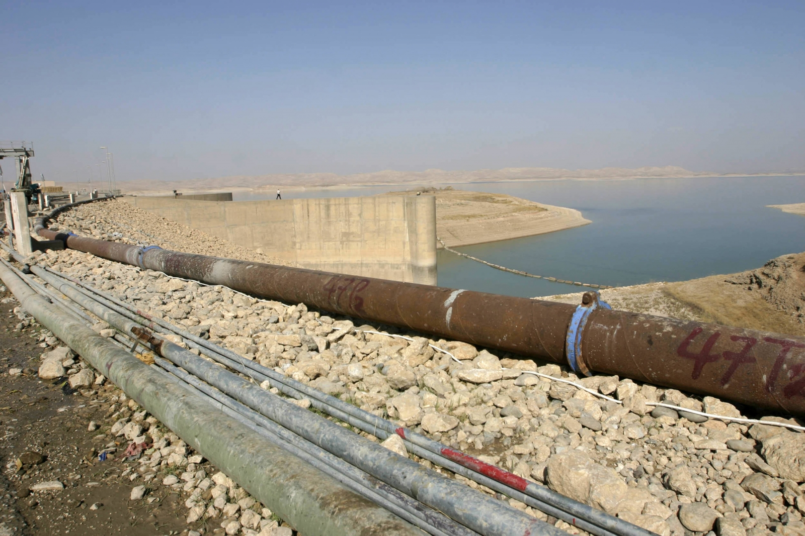 Isis seizes Iraq's largest dam