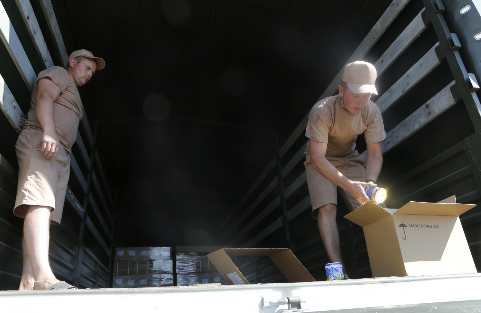 Ukraine: Russian Aid Convoy Checked by Red Cross