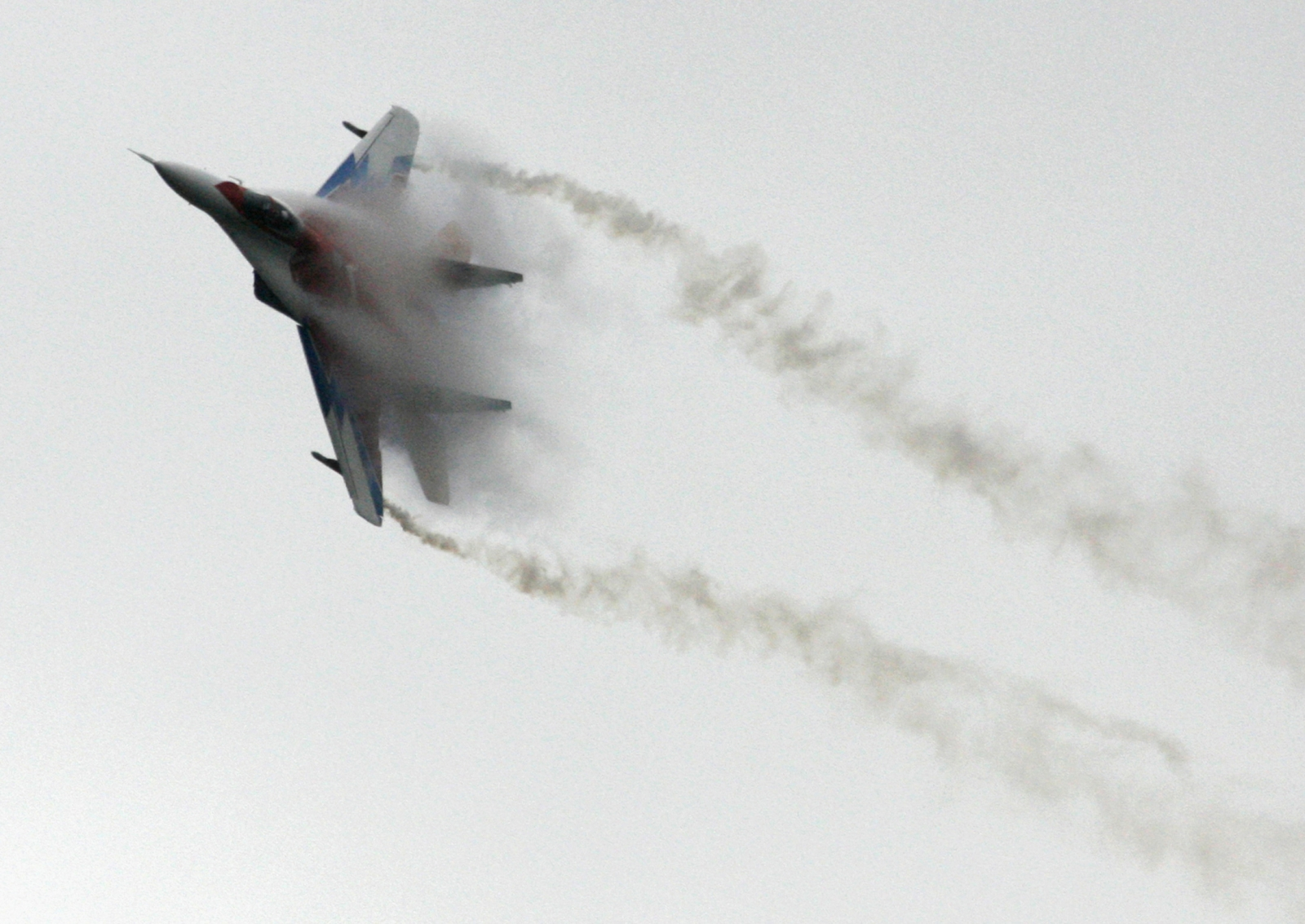 Ukraine rebels shoot down fighter jet