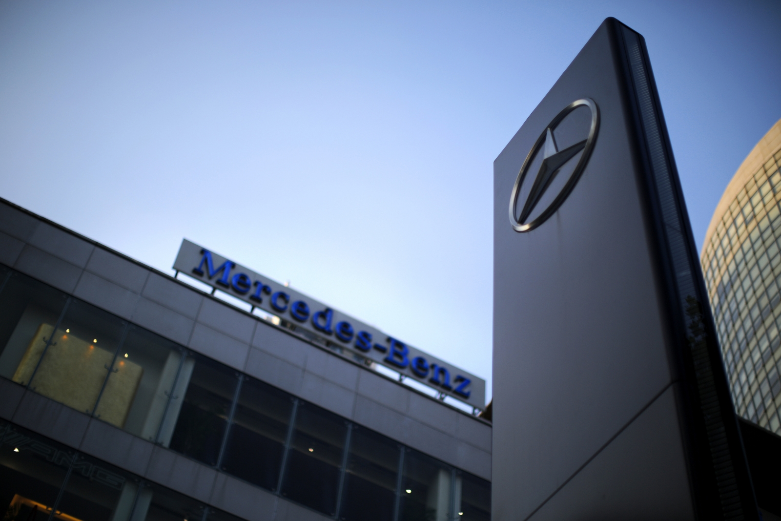 Mercedes benz accused of price manipulation in china for Mercedes benz dealer ship
