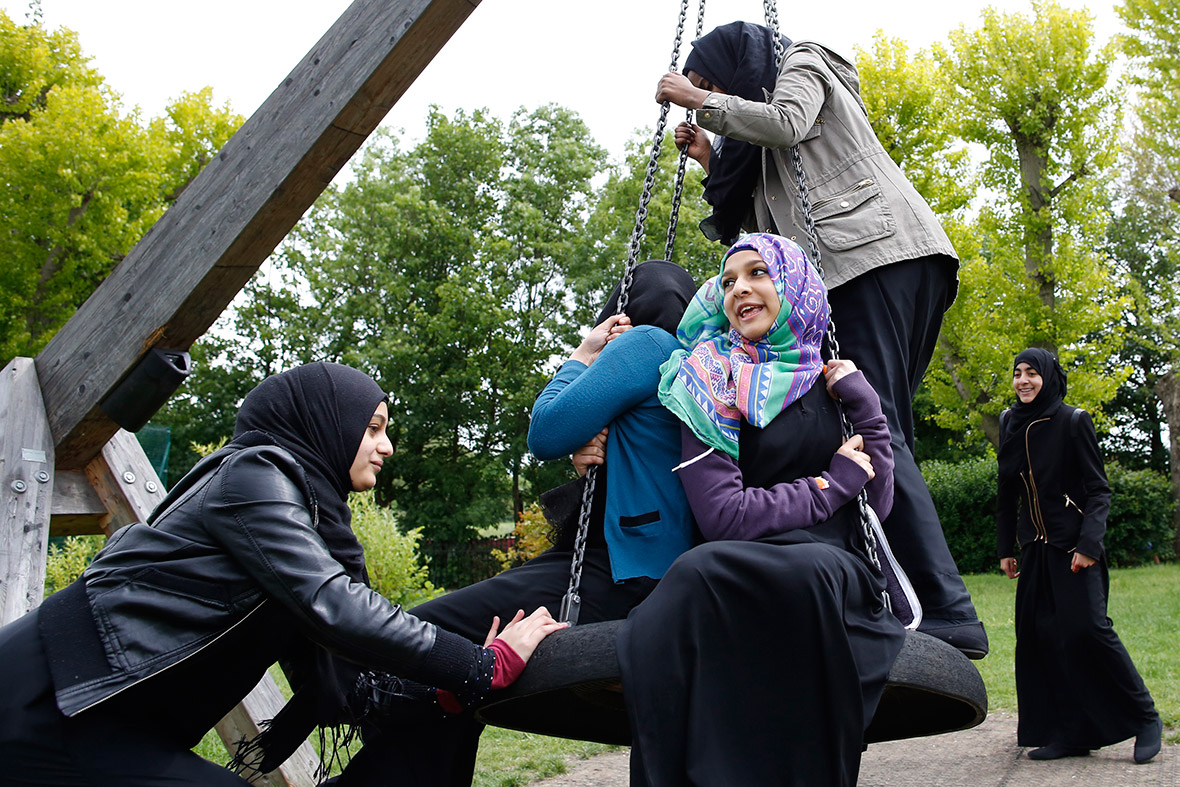 muslim women the veil Veils, headscarves and muslim women why do some muslim women wear a veil while others do not why cover the head at all with a headscarf what does it all mean.