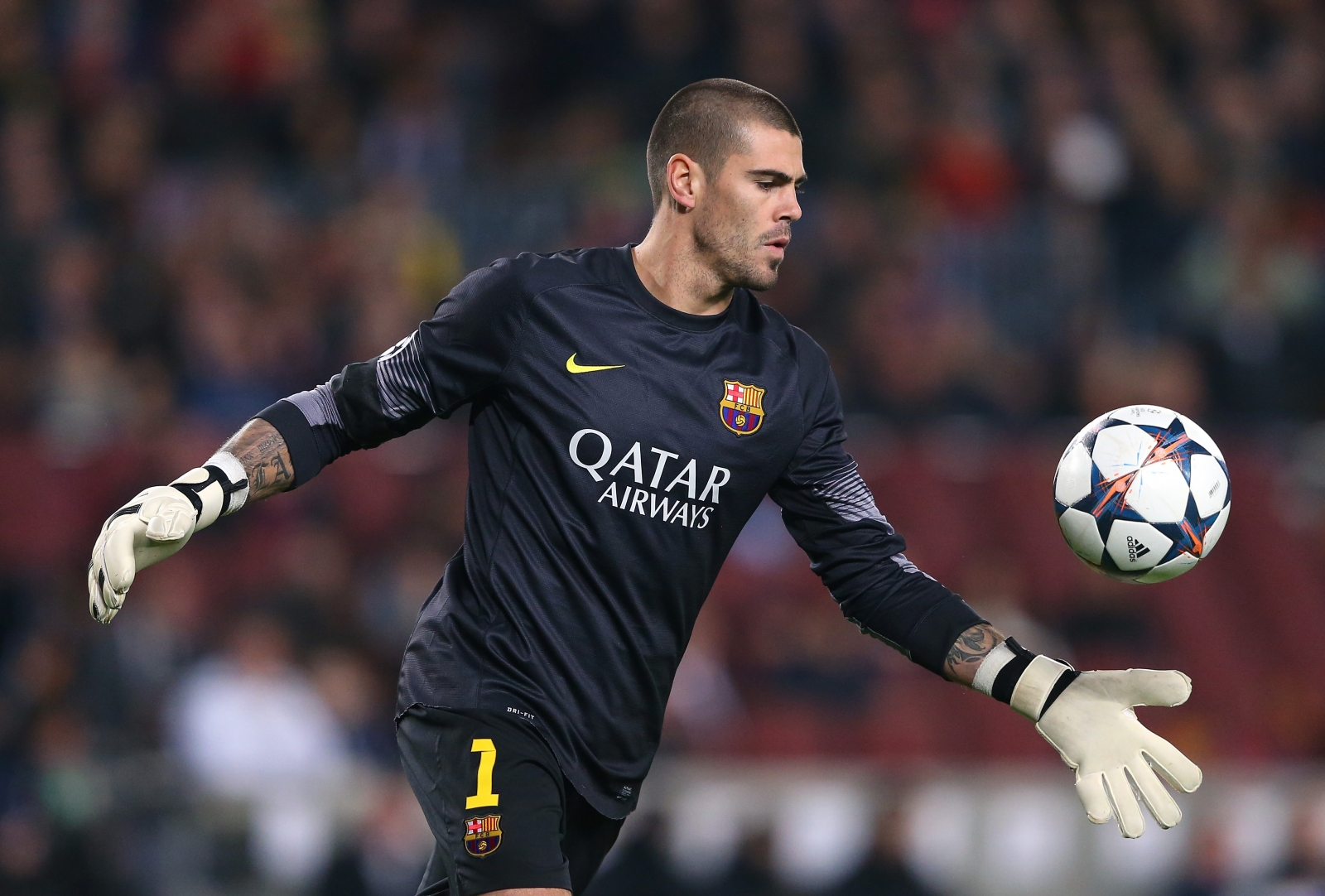 Manchester United tar Victor Valdes rejects Catalonia call amid