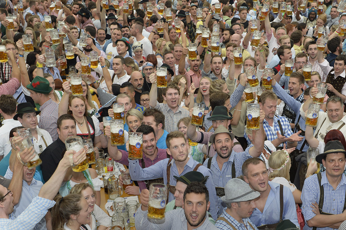 munich oktoberfest 2014 photos of the world 39 s biggest beer festival. Black Bedroom Furniture Sets. Home Design Ideas