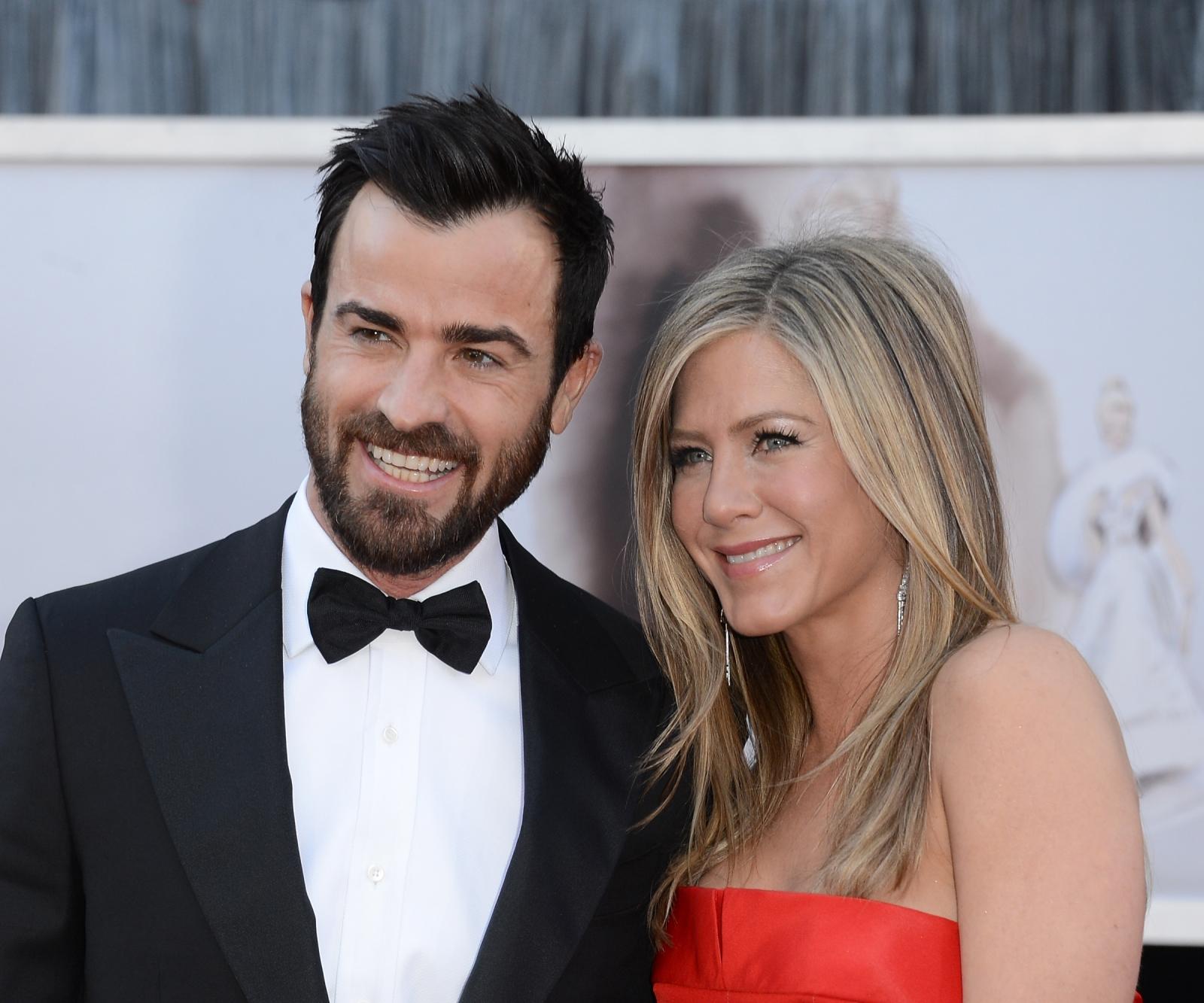 Jennifer Aniston And Justin Theroux Engaged Jennifer Aniston and J...
