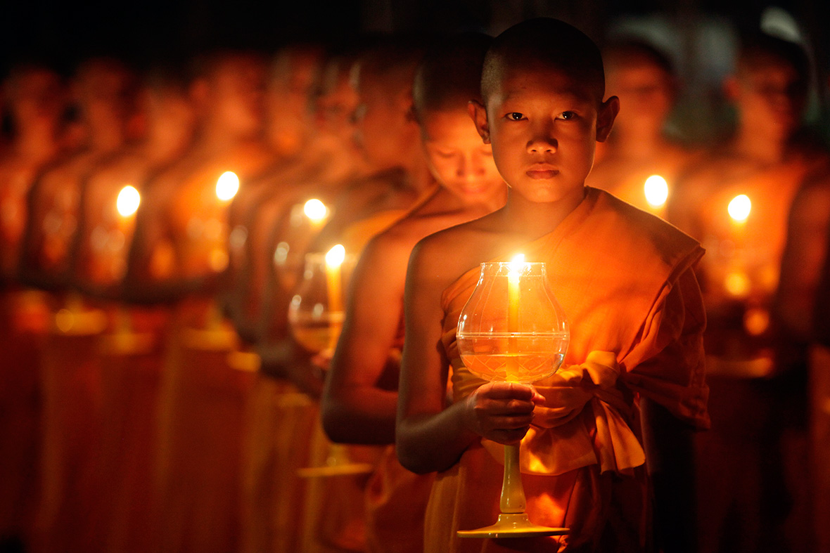 Thailand: Thousands of Sky Lanterns Released to Celebrate Buddhist ...