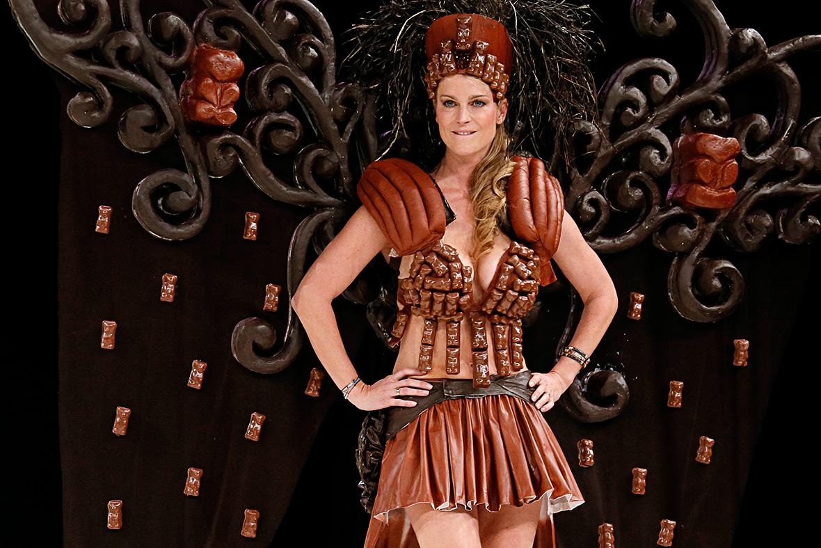Cocoa chanel fashion designers create chocolate dresses for Salon du pain paris