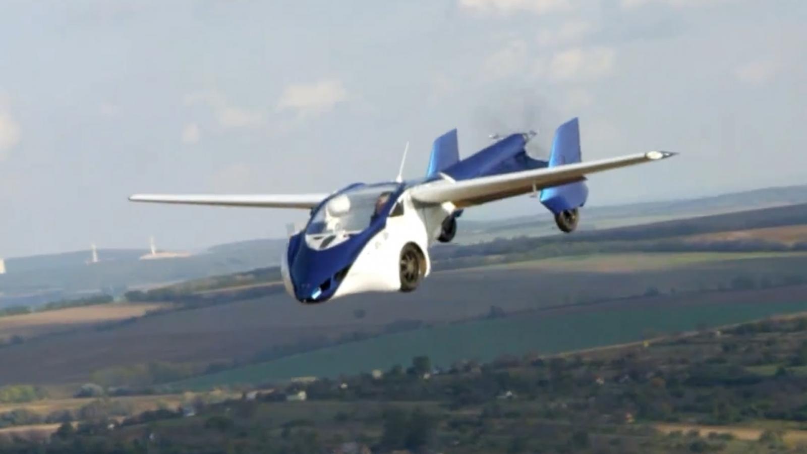 AeroMobil Unveils Flying Car Prototype