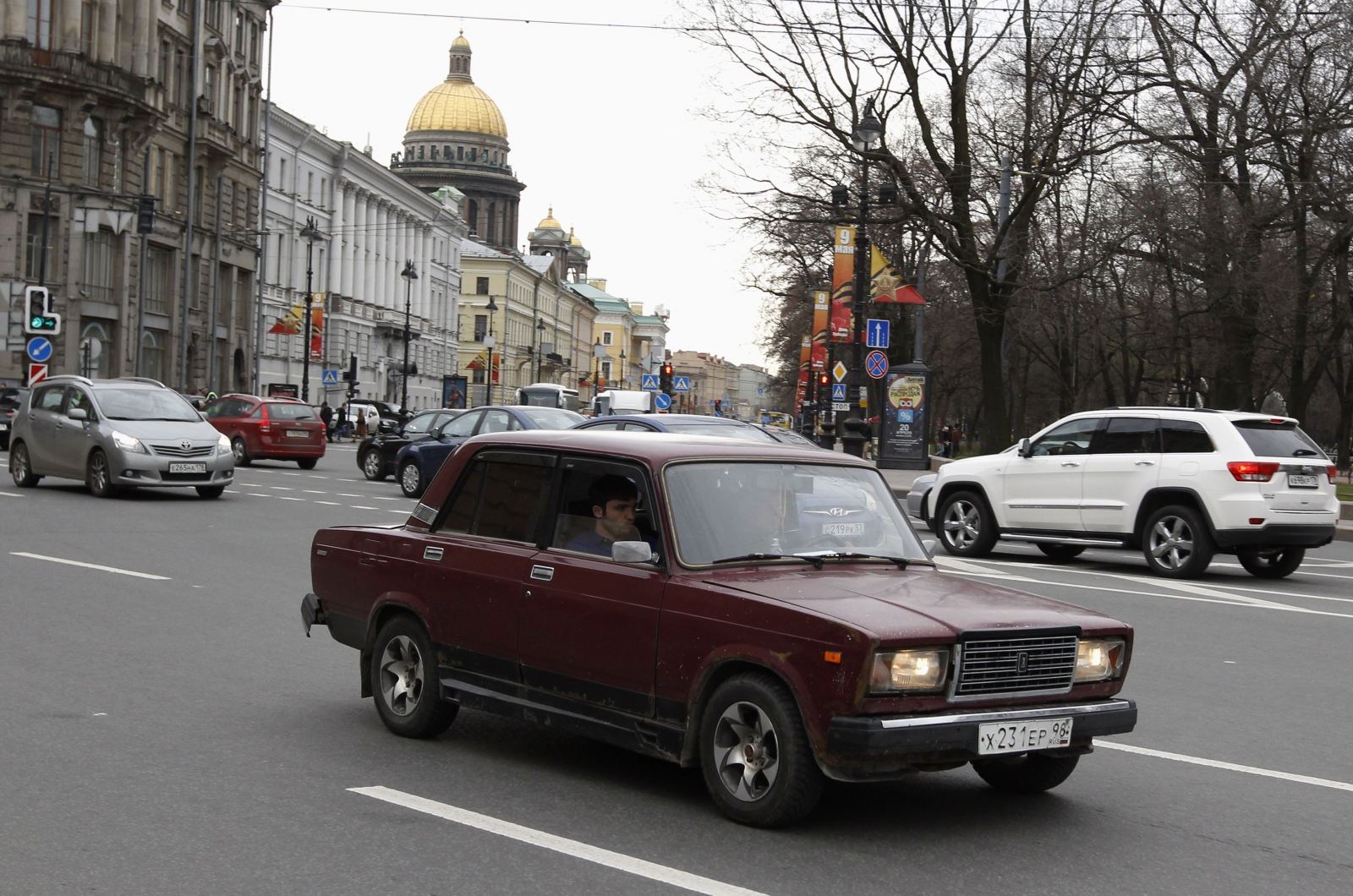 why russians are buying more ladas. Black Bedroom Furniture Sets. Home Design Ideas