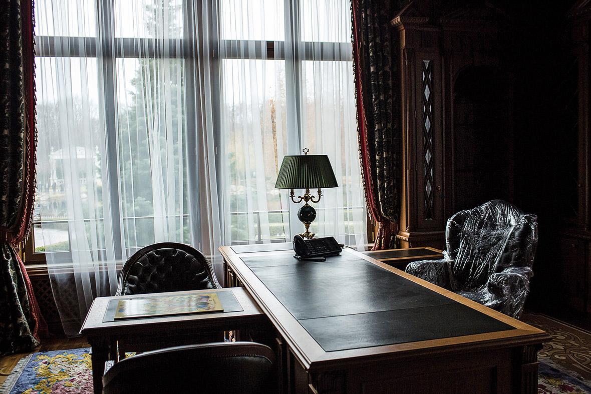 Фото | Кабинет Виктора Януковича в Межигорье, Украина