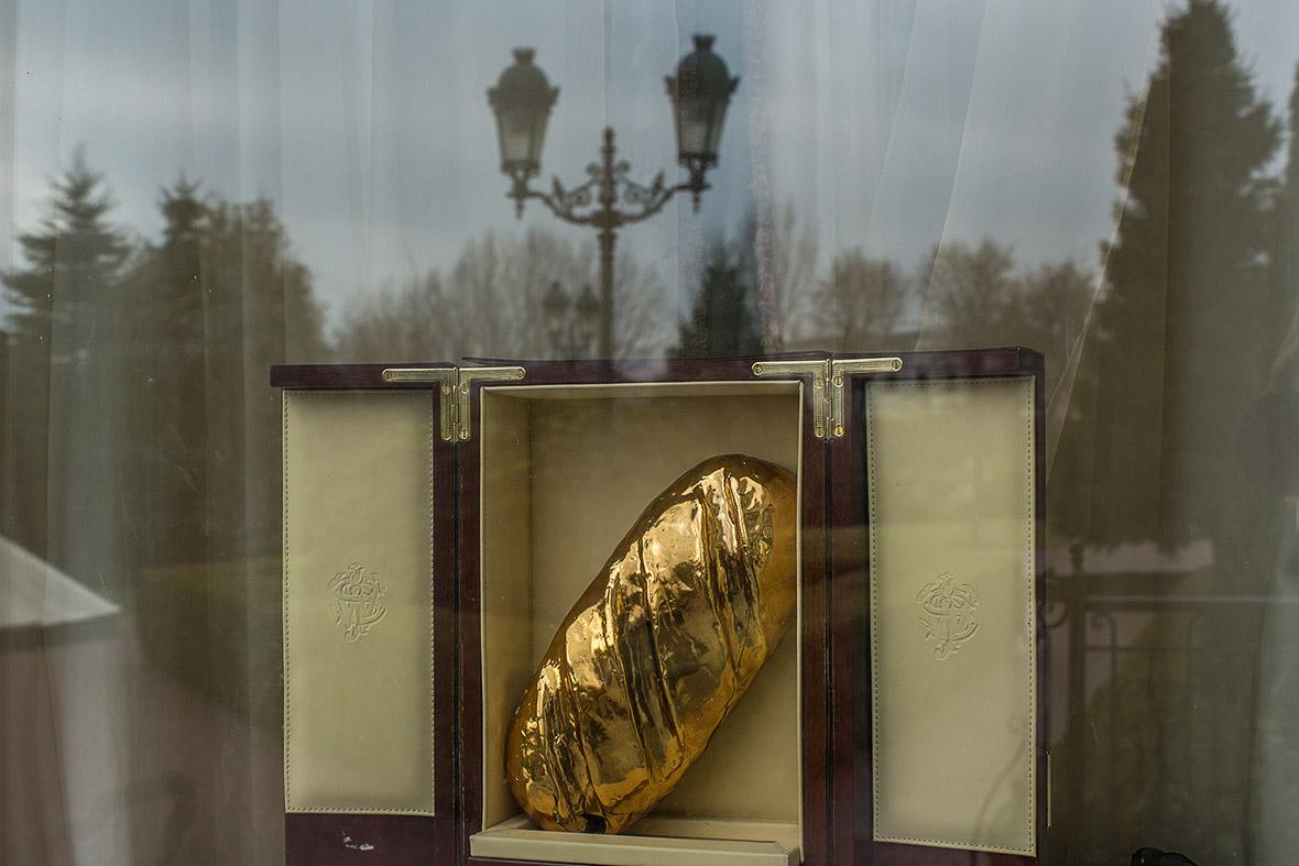 Фото | Золотая буханка хлеба Виктора Януковича