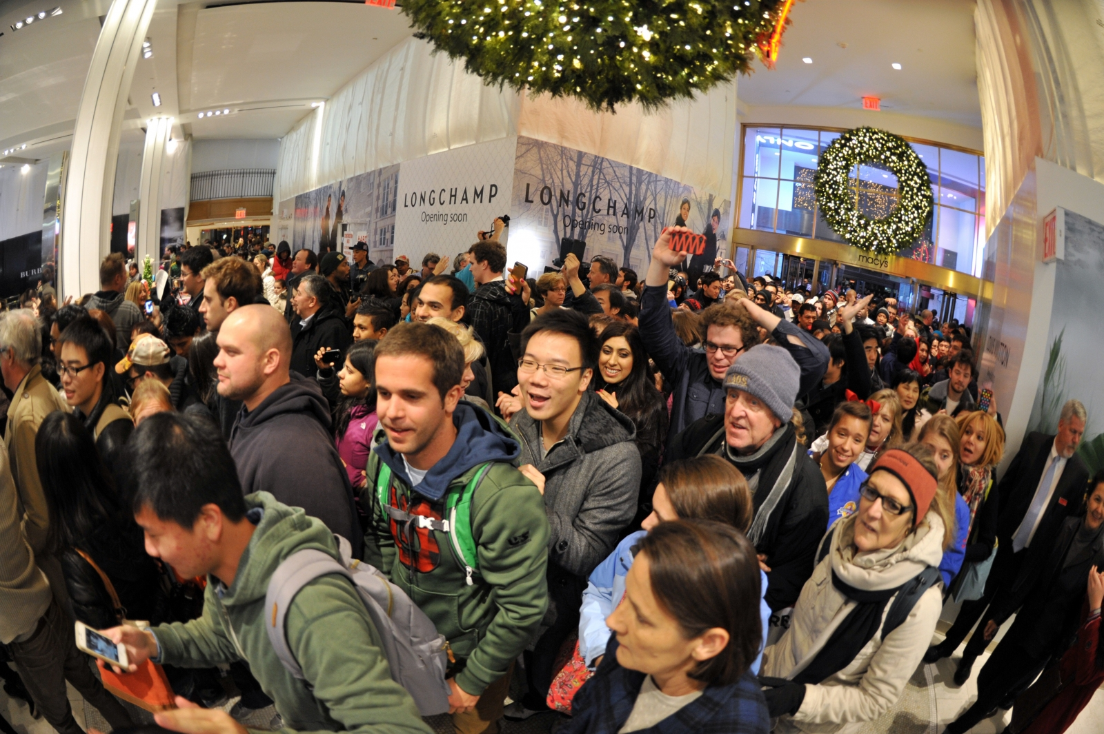 Black Friday 2014: Why Shopping for Deals Makes People Go Crazy