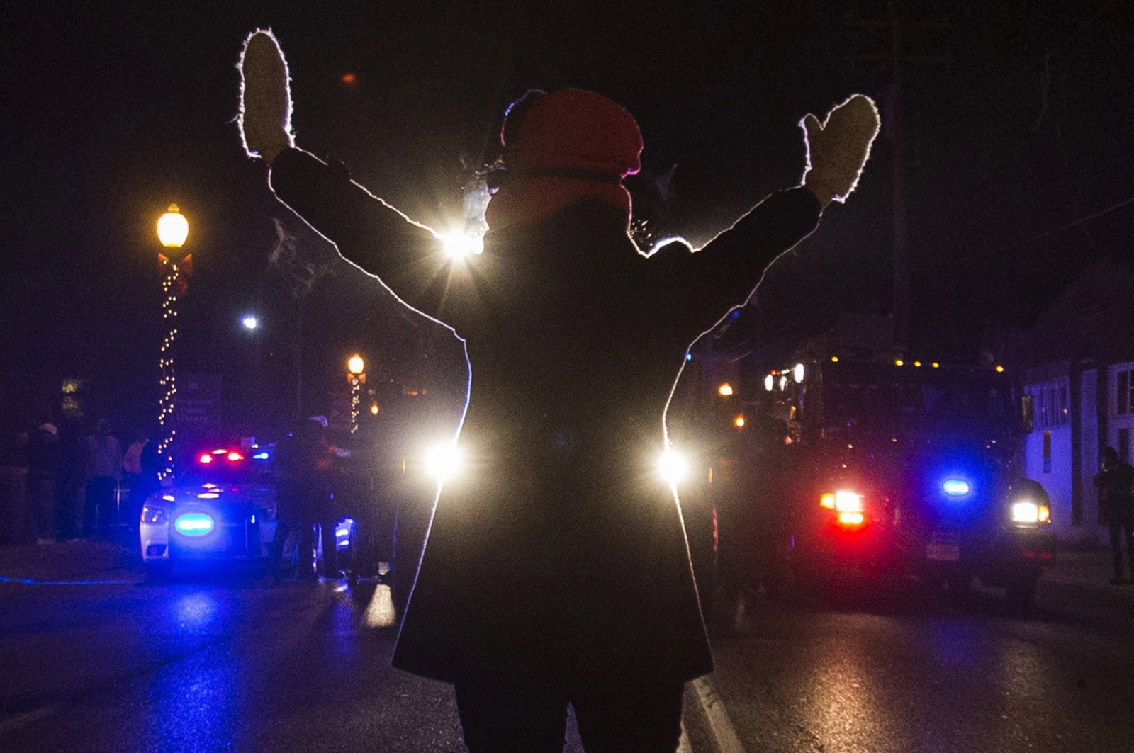 Ferguson: Two FBI Agents Shot as Michael Brown Protests Rage