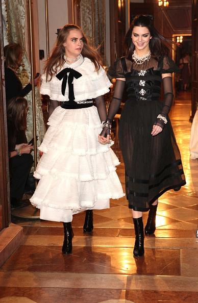 Harry styles en los british fashion awards Amazon Fashion Clothing, Shoes Jewelry m