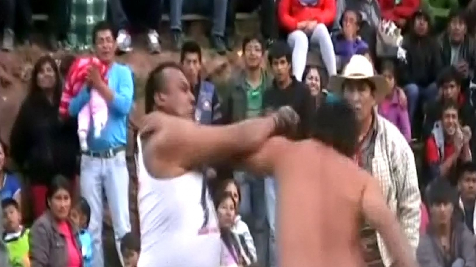 Peruvians fight to celebrate Christmas