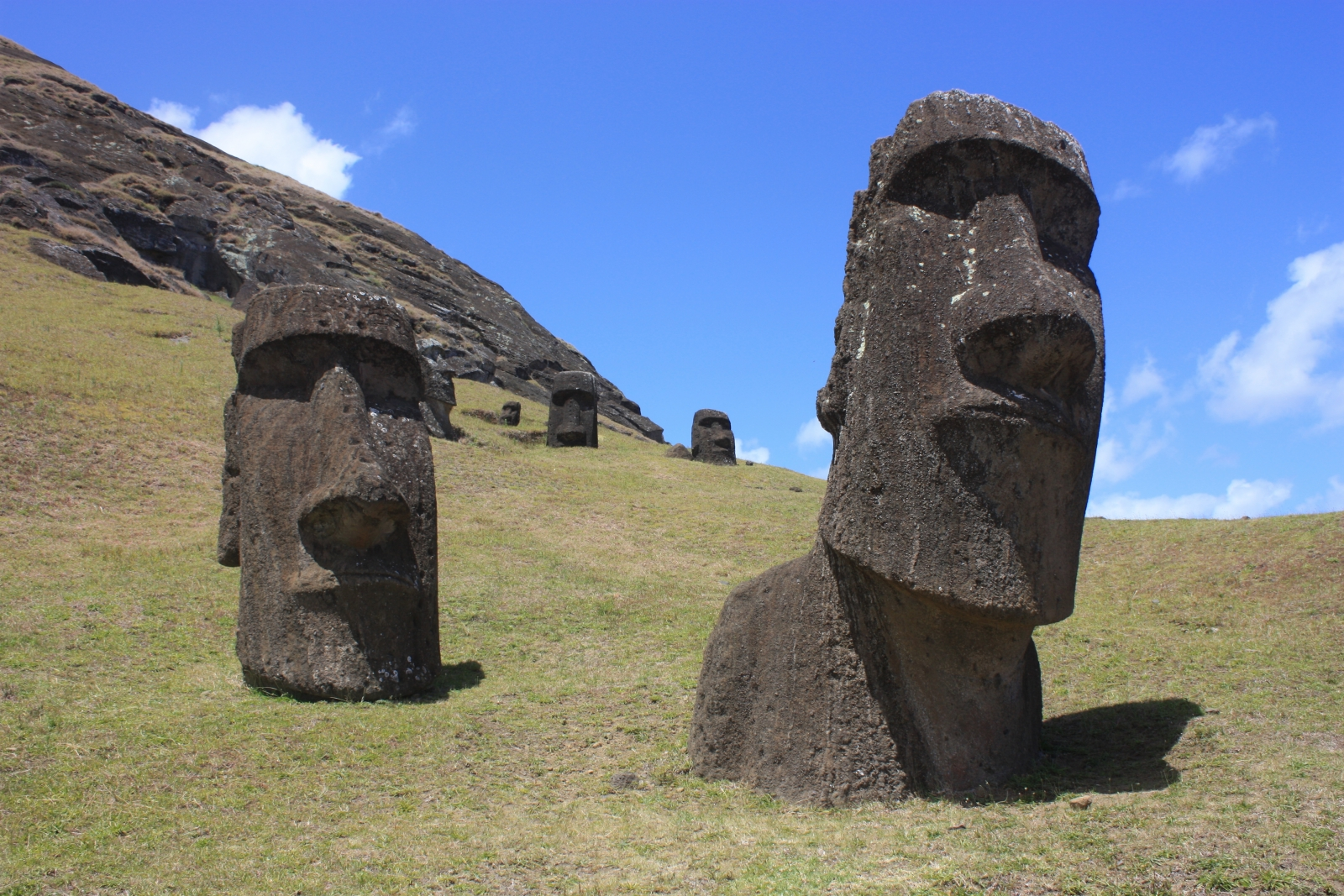 Easter island cannibalism not behind demise of rapa nui
