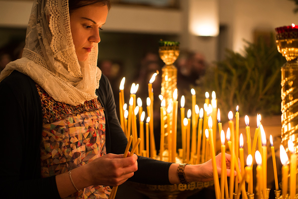United Kingdom : Orthodox faithful light candle on Nativity in one of the London Churches.