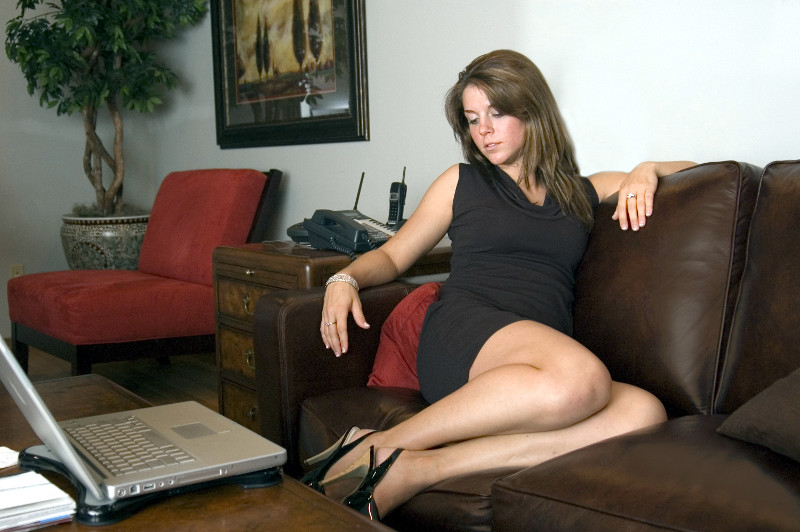 Тридцатилетняя милфа делает минет любовнику в ванной  517153