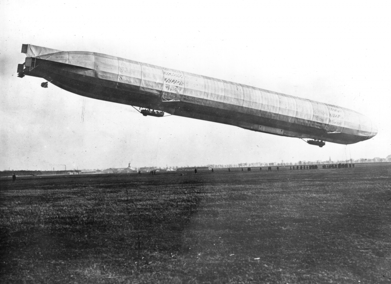 42 Zeppelin Raids on English Towns Kill 426 and Injure 864