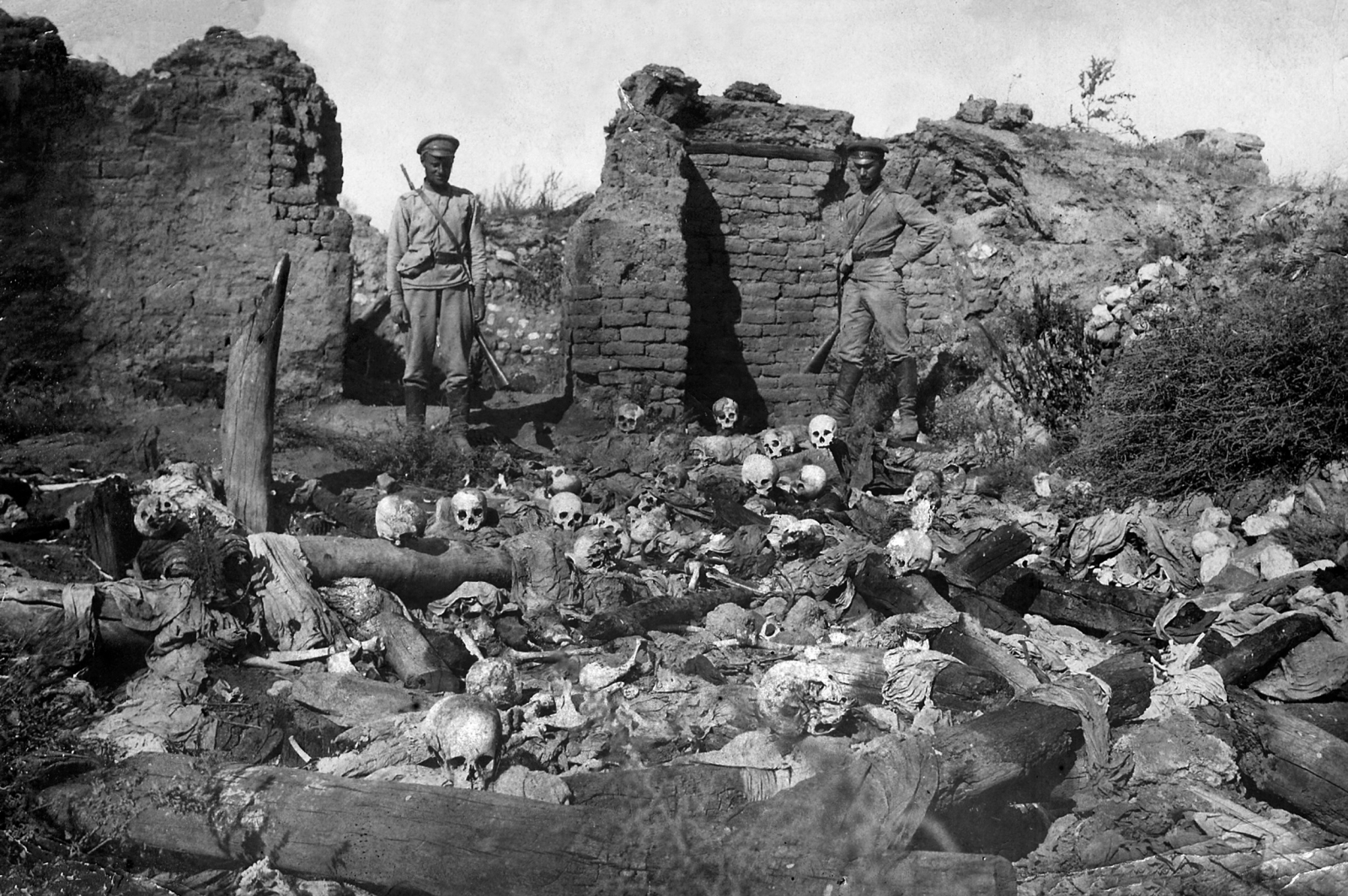 http://d.ibtimes.co.uk/en/full/1420939/armenian-genocide.jpg