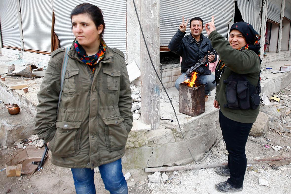 Isis syria news kurdish ypg forces invade islamic state s raqqa