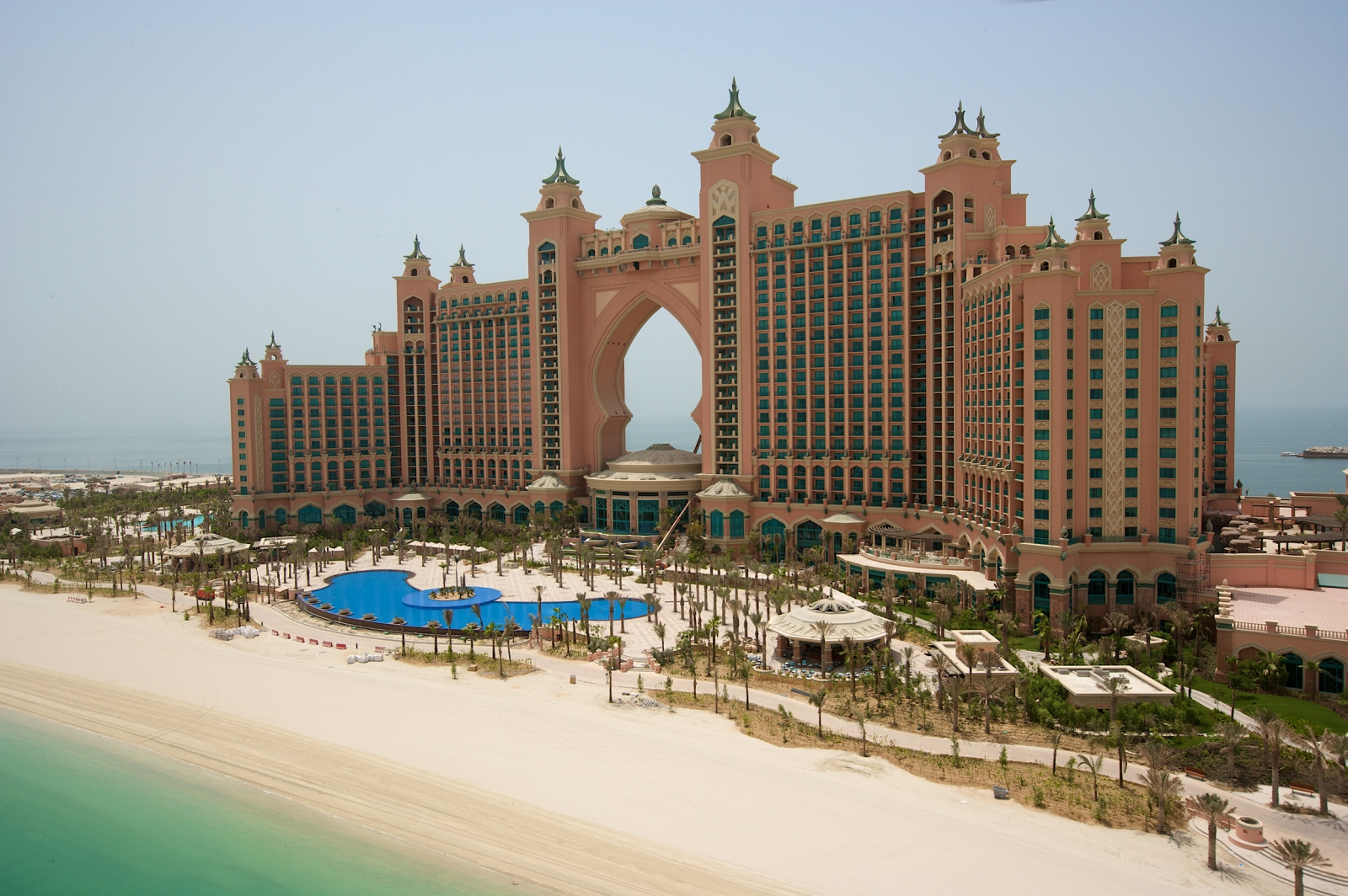 Dubai atlantis a tour of the luxury hotel suite that will for Luxury travel in dubai