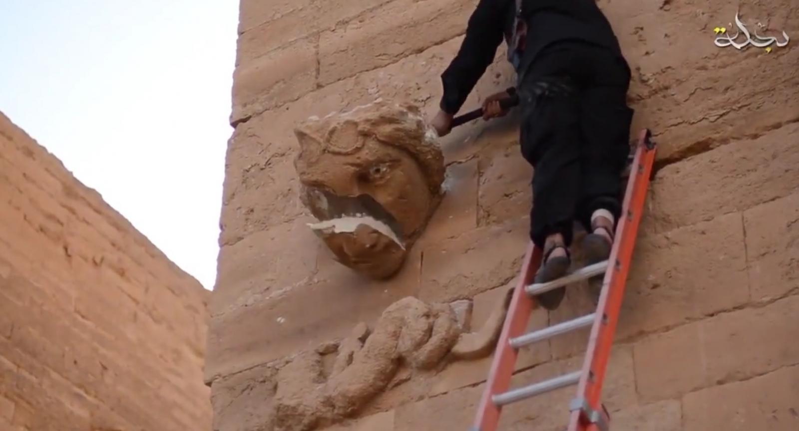 unesco hatra isis destroys artefacts?w=735