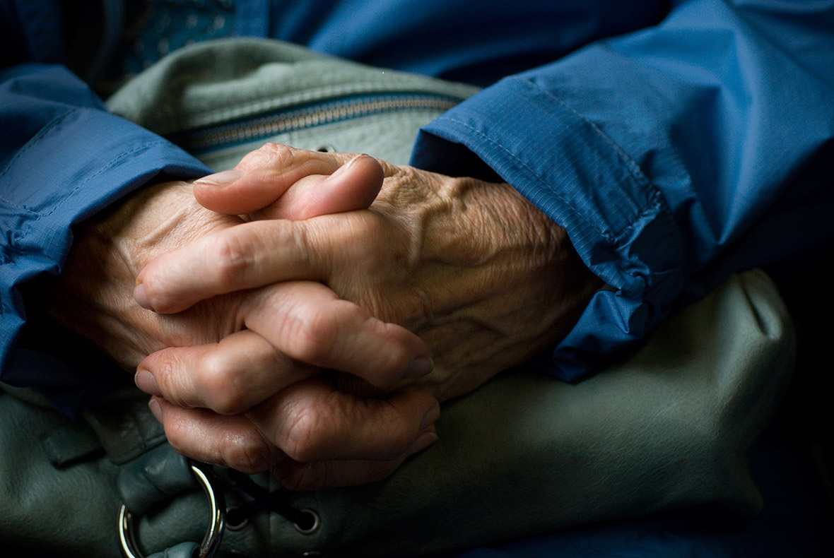 parkinson s disease Parkinson's disease (pd) is a type of movement disorderit happens when nerve cells in the brain don't produce enough of a brain chemical called dopamine sometimes it is genetic, but most cases do not seem to run in families.