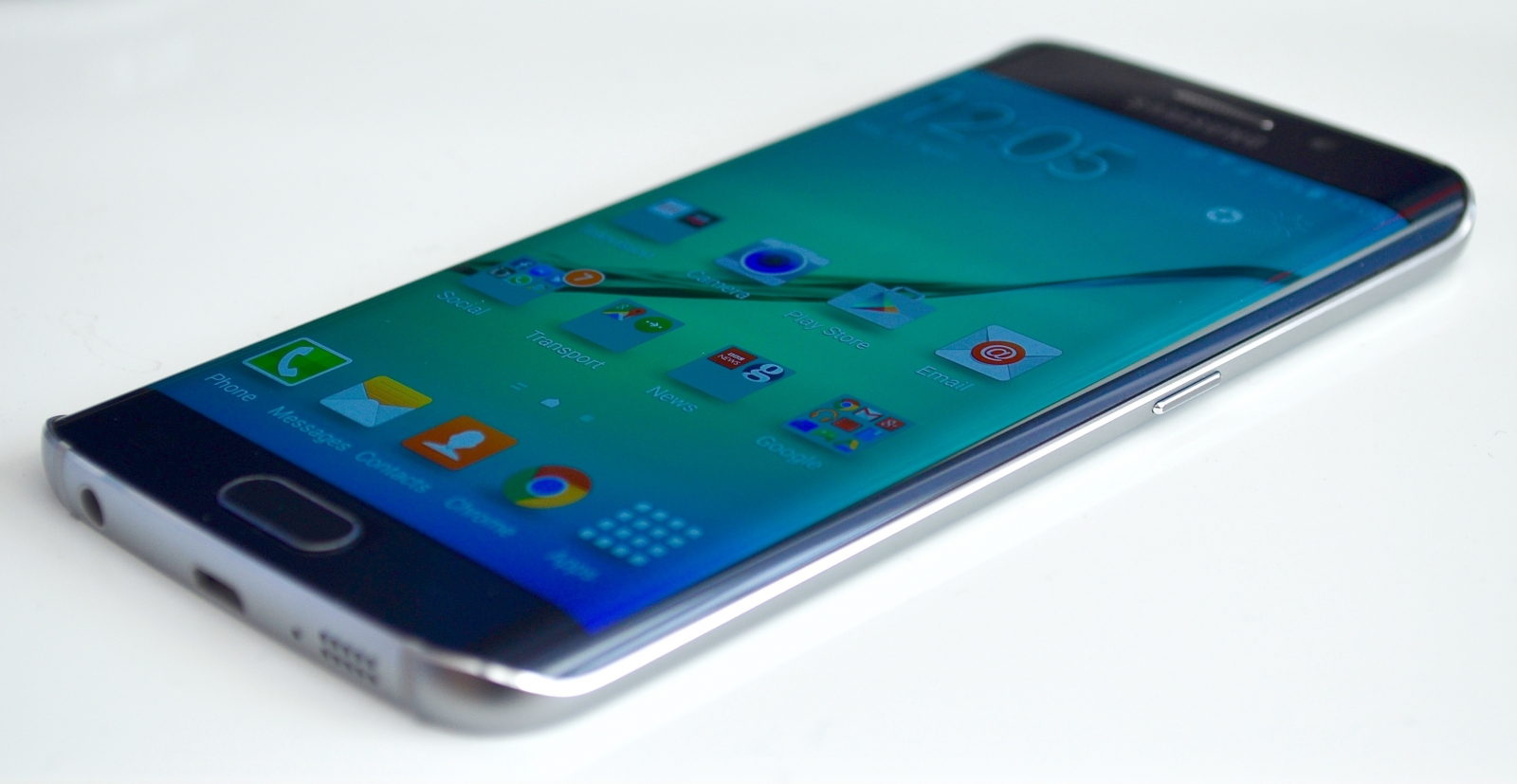 samsung galaxy s6 edge review samsung gets its mojo back. Black Bedroom Furniture Sets. Home Design Ideas