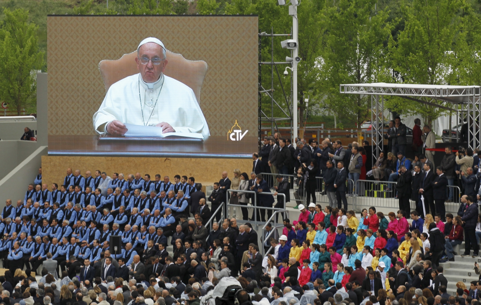 expo milano 2015 pope francis urges fancy food themed. Black Bedroom Furniture Sets. Home Design Ideas