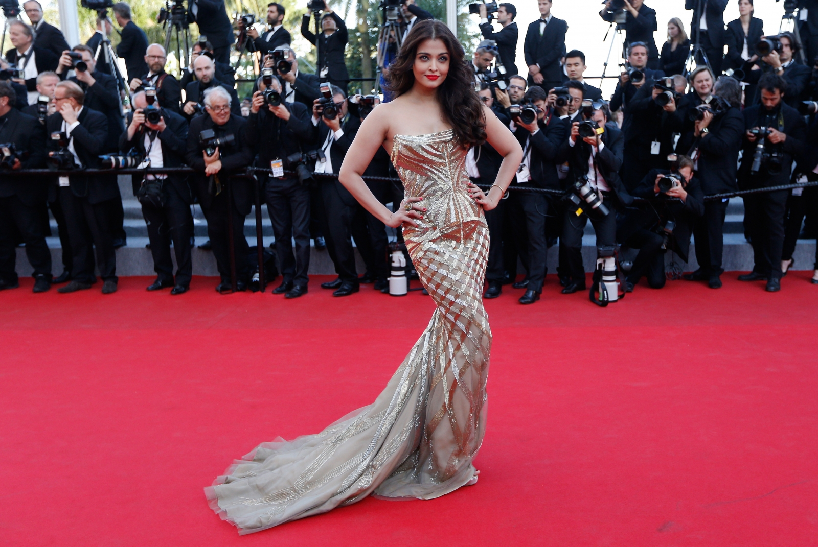 cannes film festival 2015 aishwarya rai bachchan 39 s red carpet looks over the years. Black Bedroom Furniture Sets. Home Design Ideas