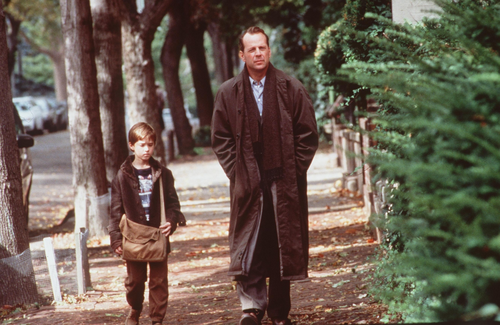 a paper on the character of dr malcolm crow in the movie the sixth sense Though not a conventional horror film, the sixth sense created a different  here we find another gothic convention, that of the doppelgänger, or doubling between characters  being a psychologist – dr crowe – malcolm tends to rely on rational,  the film shows lynn cleaning cole's room and discovers a stack of paper.