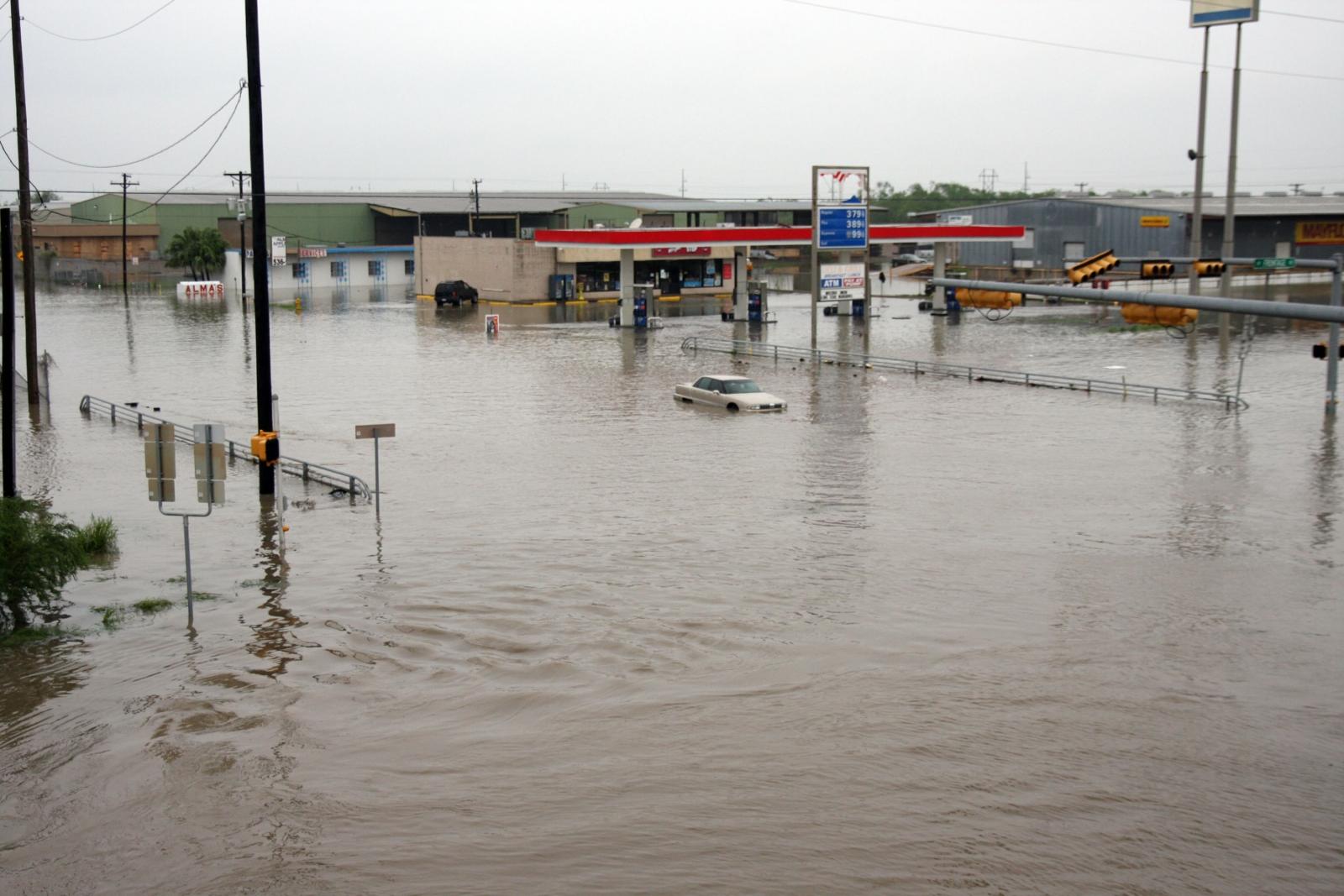 Texas and Oklahoma flooding and storms kill three as ...