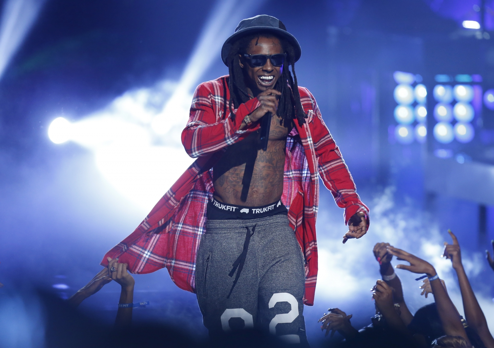 Lil wayne leaving cash money for jay z s roc nation rapper denies he